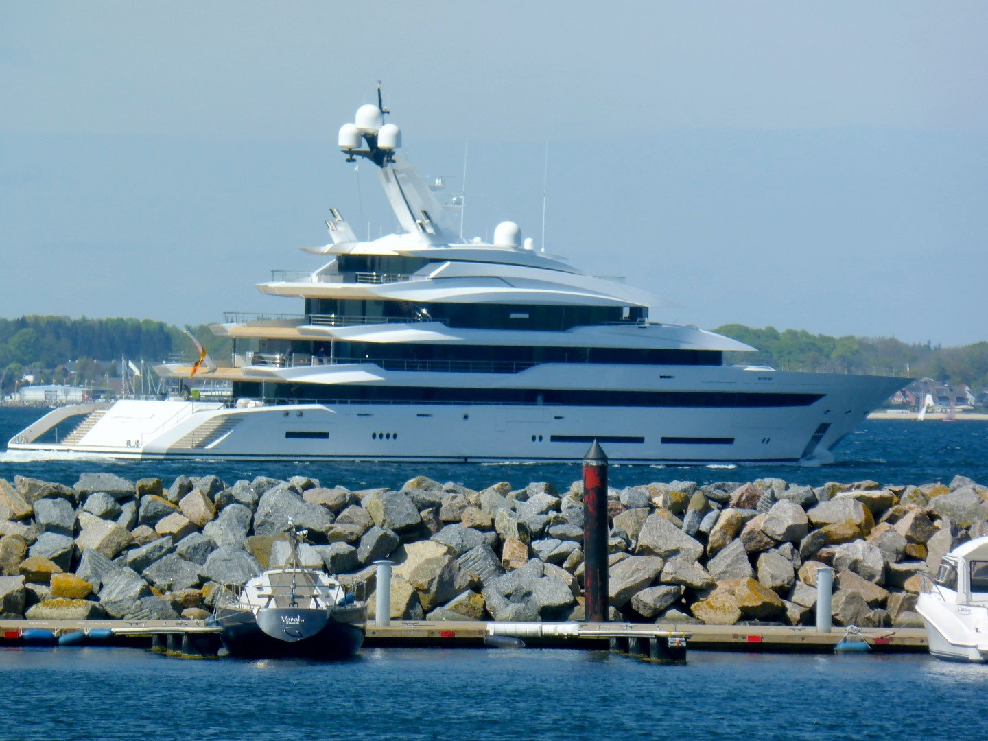 "Mega-Yacht ""Hawaii"""